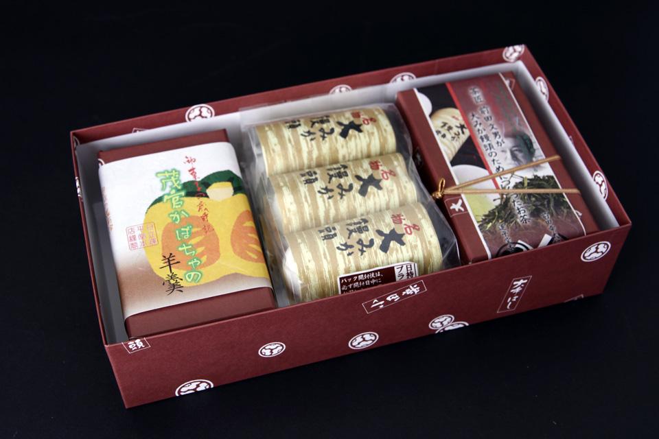C-008 2,300円 大みか饅頭とお茶と季節の羊羹 大みか饅頭3P×2 煎茶 50g×1 季節の羊羹×1